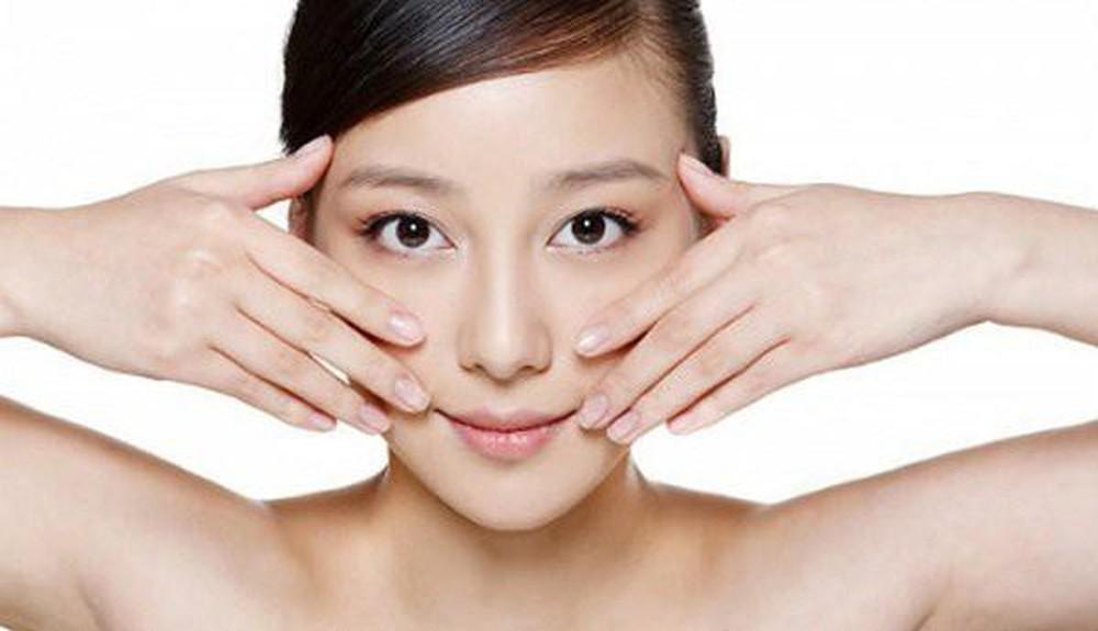 Giảm mỡ mặt tự nhiên bằng cách massage mặt nhẹ nhàng