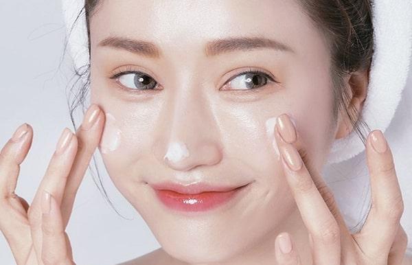 Cách Chăm Sóc Da Bị Mụn Bằng Dưỡng ẩm cho da